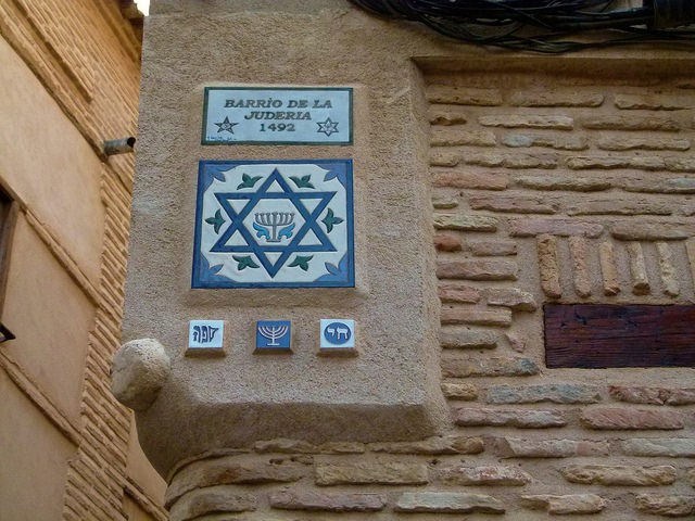 Plaque commemorating the existence of a Jewish quarter in Toledo, Spain.